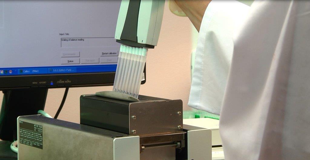 כיול מיקרו נפח באמצעות רובוט
